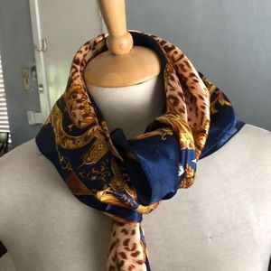 Sateen scarf 🧣 blue with gold leopard print